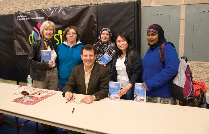 ESL students and Professor Jill Mendez pose with author Nicholas Kristof.
